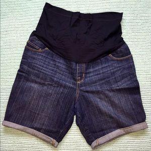 Maternity shorts- Liz Lange. Size Large.
